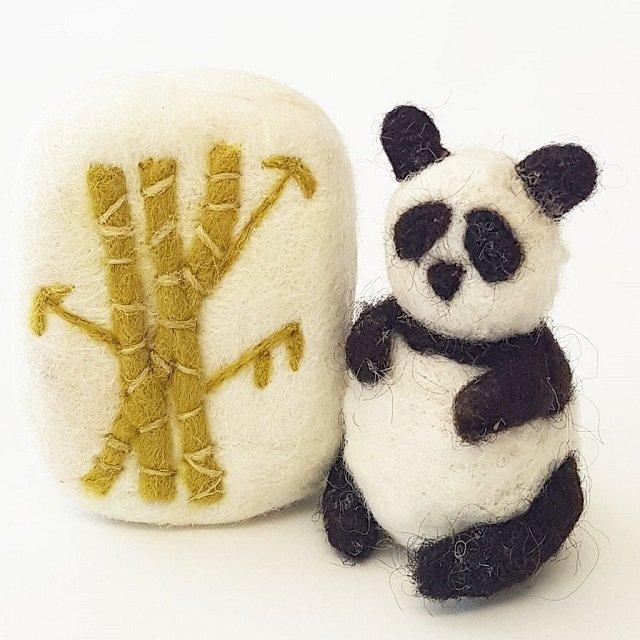 profumatori in lana nella foresta di bambù